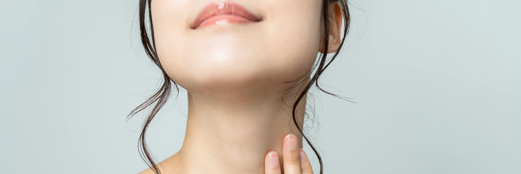 Woman with a long neck showing no double chin, Kybella vs CoolSculpting