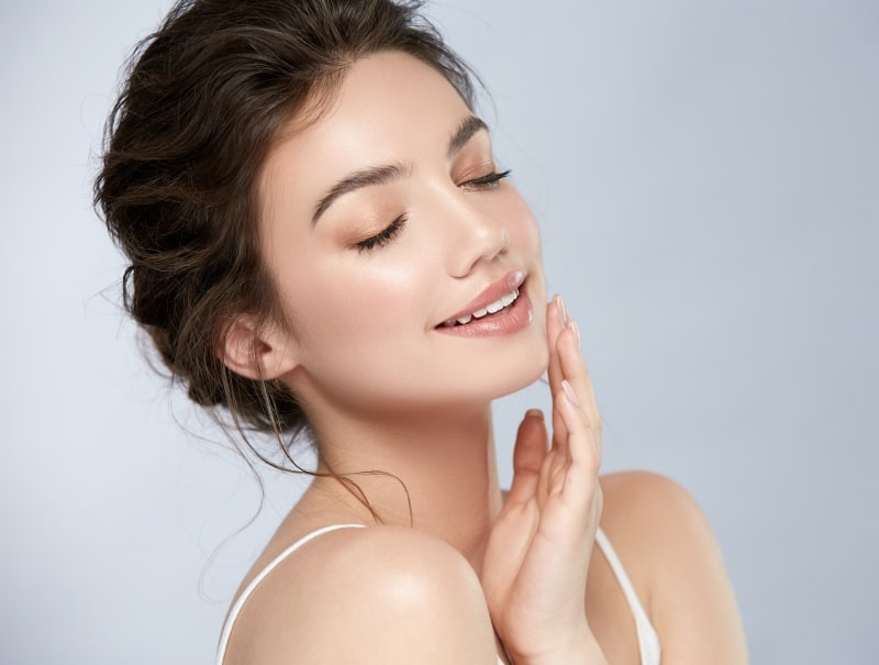 Young woman with long neck and beautiful chin, Kybella vs CoolSculpting