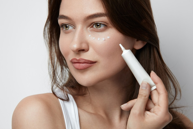 Eye cream reduces visible signs of aging