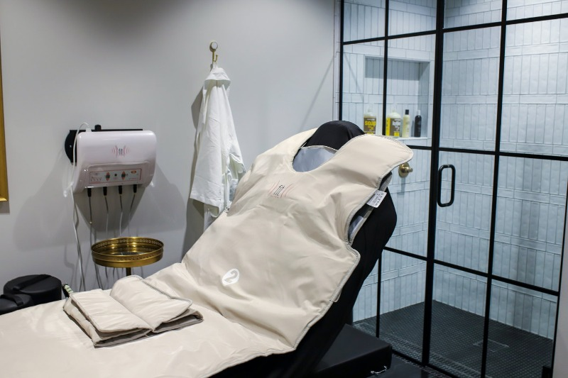 Infrared body wrap, a slimming and detoxifying procedure.